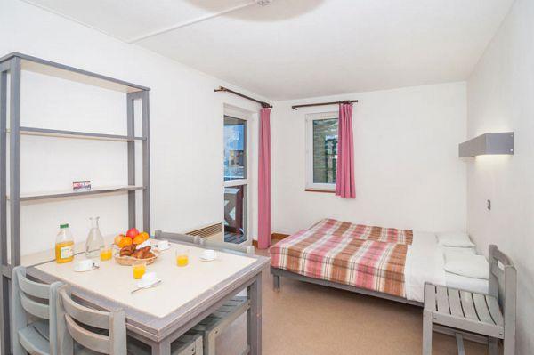 location appartement val louron les gourgs blancs au pied des pistes. Black Bedroom Furniture Sets. Home Design Ideas